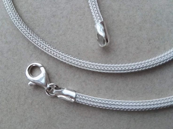 Flettte-kæde i sølv. Kun disse 3 tilbage.. 2mm / 42cm:  300 kr 2,5mm / 40 cm: 350 kr 3mm / 48cm: 450 kr