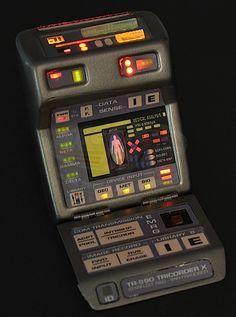 Star Trek: Insurrection / Data's Hero Light Up Tricorder (Brent Spiner)