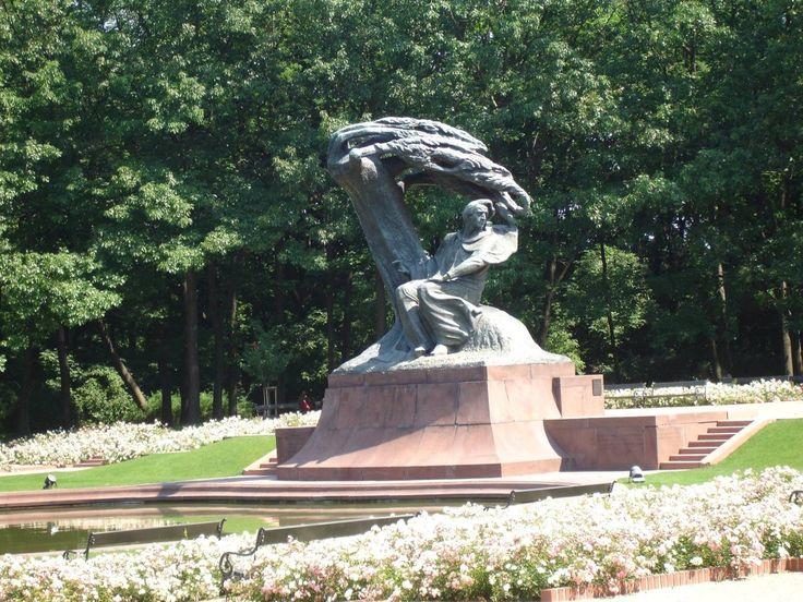 Памятник Шопену в Лазенках, Варшава. Польша
