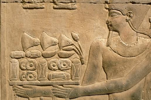 KOM OMBO / TEMPLE / PHAROAH AND OFFERING (Upper Egypt), Temple (double sanctuary, dedicated to the crocodile god Sobek and the falconheaded Haroeris; Ptolemaic and Roman period). Detail of sacrificial scene: Pharoah with offering. Relief on wall of colonnade hall.