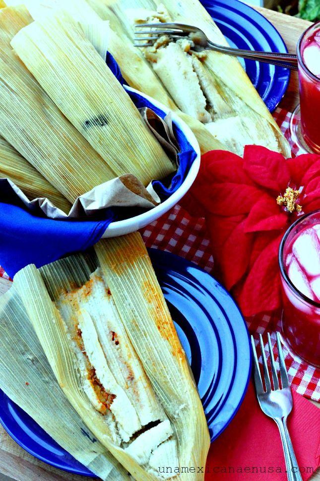 Cómo hacer tamales con dos rellenos: pollo y rajas con queso, perfectos para las fiestas de fin de año. Con ese toque Mexicano y Latino que tanto nos encanta. #VivaLaMorena [ad] by www.unamexicanaenusa.com
