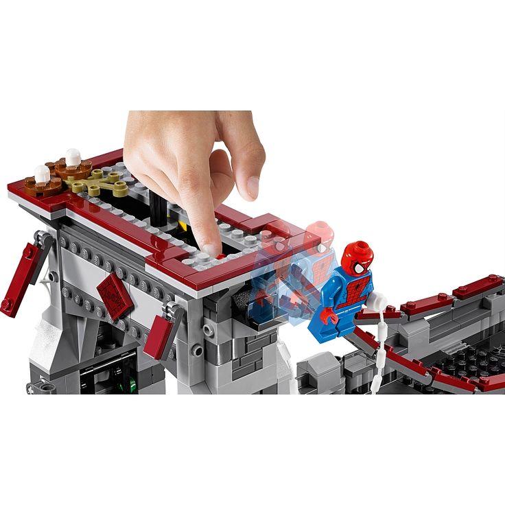 ¡El puente está siendo atacado! Forma equipo con Spider-Man, Spider-Girl y la Araña Escarlata para derrotar al Duende Verde.