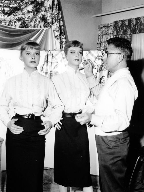 """Anne Francis on the set of The Twilight Zone, """"The After Hours"""" (1960)"""