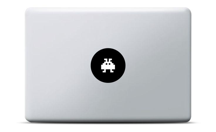 Space Invaders MacBook Sticker #apple #aufkleber #decal #vinyl #leuchteffekt #gamer #spiel #geschenk #geburtstag #macbookpro #macbokair #pixel