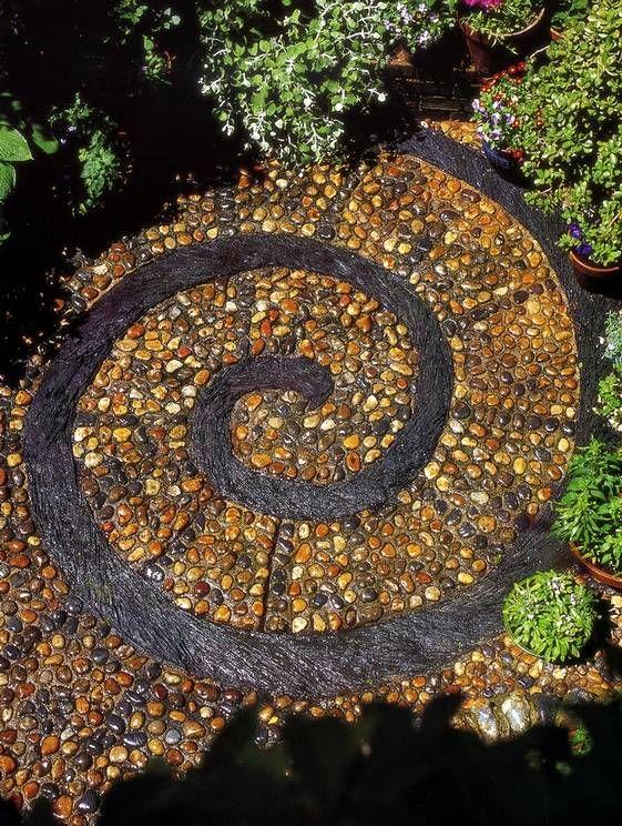 Иллюстрация 5 из 6 для Мозаика из гальки: Идеи для дома и сада: шаг за шагом - Анна Фрит | Лабиринт - книги. Источник: Panterra