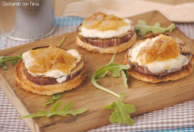 Montadito de berenjena con queso de cabra y cebolla caramelizada
