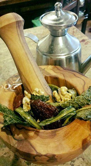 Pesto di Cavolo Nero, Pomodori Secchi e Noci