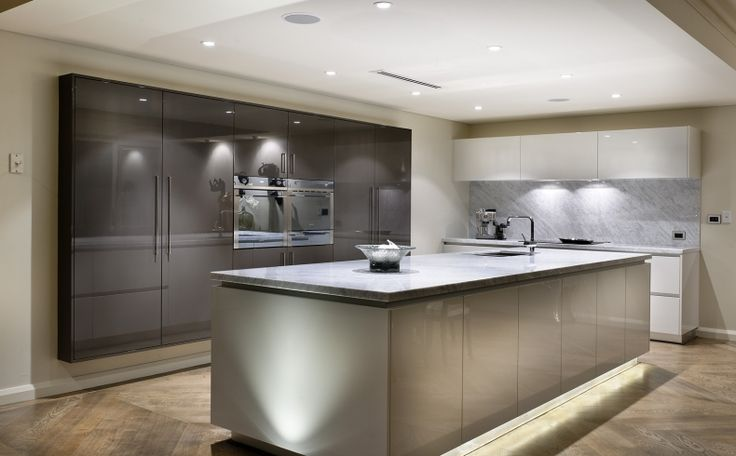 Like the shadowline of the benchtop - love the colour of the cupboards behind too