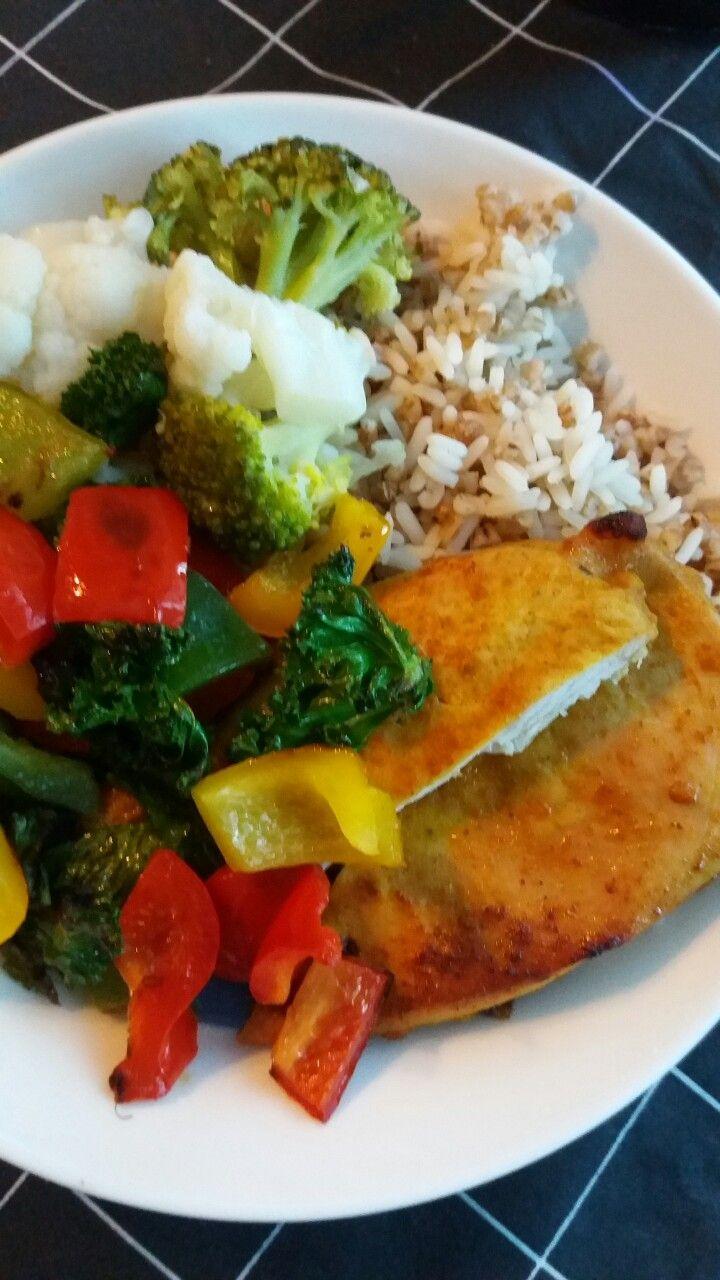 Riisiä ja kanaa kasviksilla
