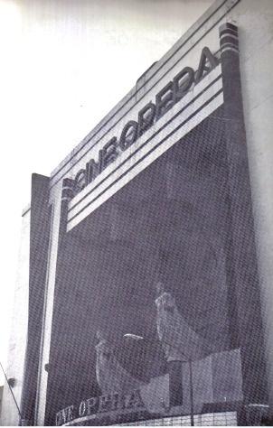 """Abrió sus puertas en 1949 y lo hizo con la proyección de la película """"Una familia de tantas"""", de Alejandro Galindo. Este imbueble se localiza en la calle Serapio Rendón 9, a escasos metros del Cine Encanto. Su capacidad era para 3 mil 600 espectadores y después de unos años dejó de operar como cine, convirtiéndose en una sala para conciertos de rock, recibiendo el nombre de """"Teatro Ópera"""". En la actualidad se encuentra fuera de servicio y abandonado."""