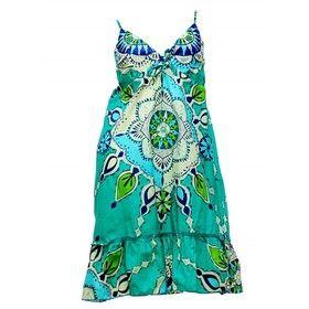 TOMEL - Les motifs hippies de cette robe longue sont toujours tendance en été. Adoptez la sur http://www.tomelapp.com/