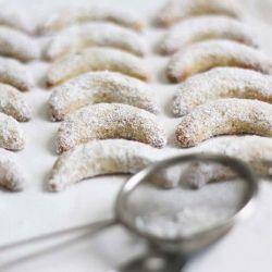 Vanillekipferl, German Vanilla Crescent Cookies - the best Christmas cookies!