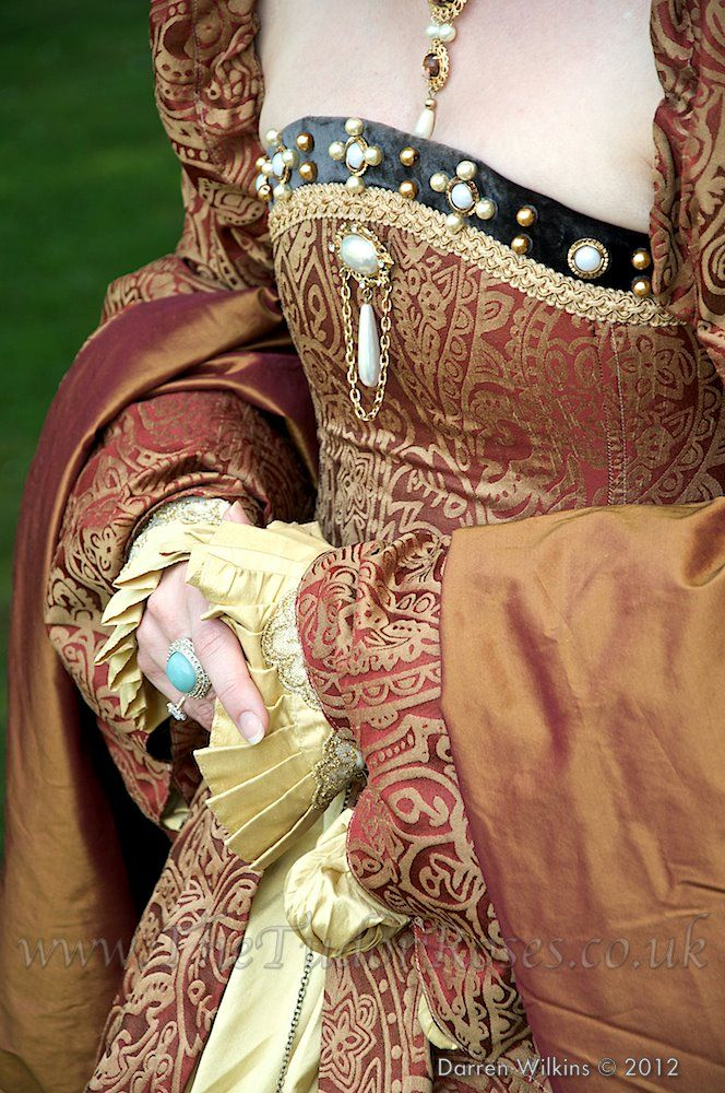detail ; from an entire Tumblr of Tudor costume, from recreations to slightly fantastical, as well as tv and movie
