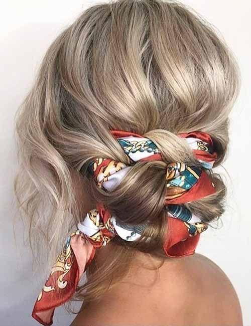 22 unglaubliche Möglichkeiten, Ihr Haar mit einem Schal zu stylen