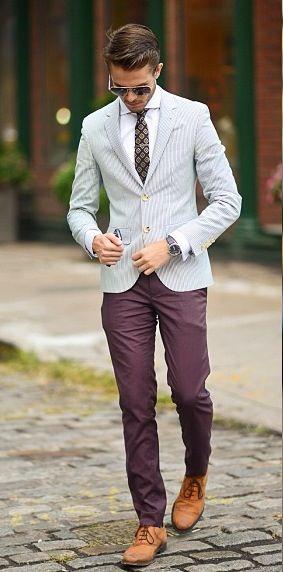 traje celeste pantalon marron