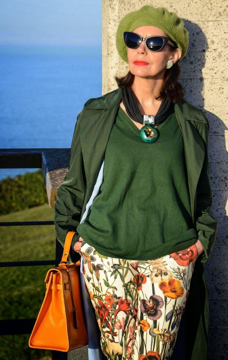 El capricho de Marquez@: Gabardina verde oscuro para jugar con el sol