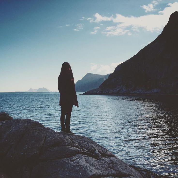 Lofoten flashback. Total gerne schwelgen wir in Erinnerungen an unseren ersten Roadtrip als Vannomaden nach Norwegen. Vor allem die Lofoten kann man einfach stundenlang anschauen und bewundern. Wie kann Natur ne so krass schön sein? Also wir kommen definitiv wieder.