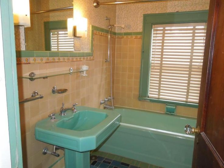 17 Best images about Retro Bathrooms on Pinterest ...