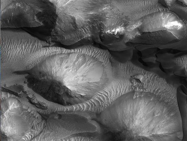 Juventae Chasma