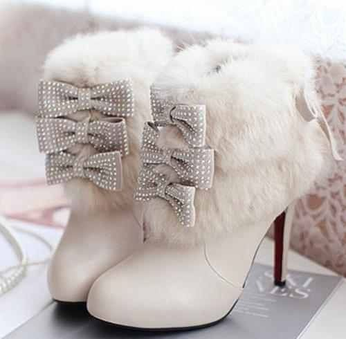 #Wedding #Boots - white boots with fur trim & ribbons for a winter wedding, so cute  http://www.weddingsknowhow.com/
