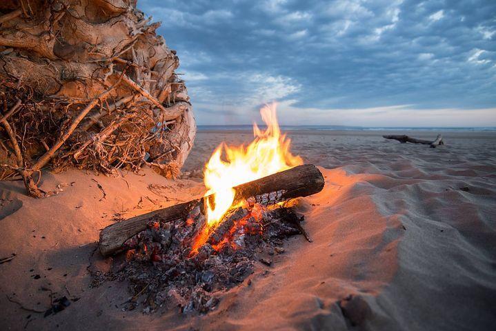Campfire, Fire, Beach, Bonfire | Beach bonfire, Outdoor ...