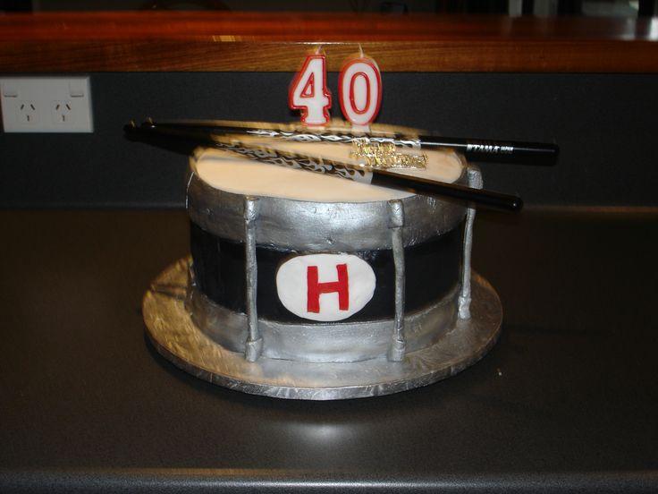 Hayden's 40th Birthday Cake (and my first fondant cake!)