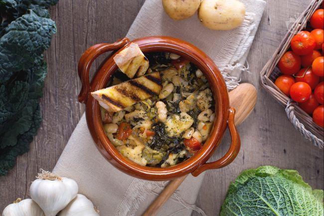 La Ribollita è una delle zuppe tipiche della tradizione Toscana, in particolar modo Fiorentina, preparata con le verdure della  stagione autunnale.