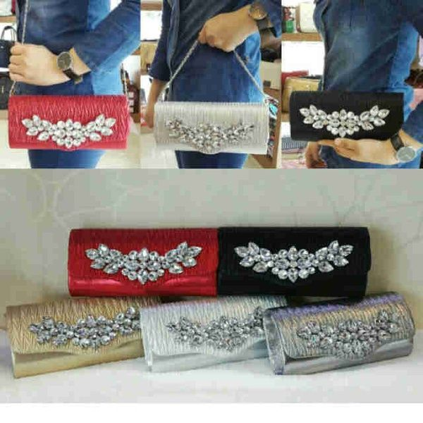 Cluth pesta 566 super idr 205K size 25x5x12 bahan kulit. warna: red, black, gold, white, silver. CP: Risa - 089608608277