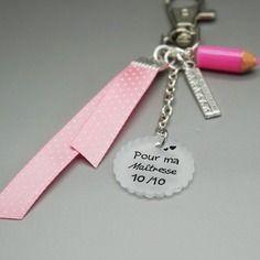 Porte clef bijoux de sac cabochon 10/10 super maîtresse crayon règle rose