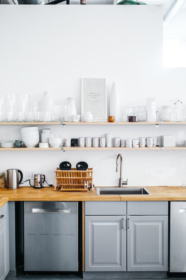 Ideia de prateleira para cozinha e cores Scandinavian, minimal, wood, grey and white decor idea