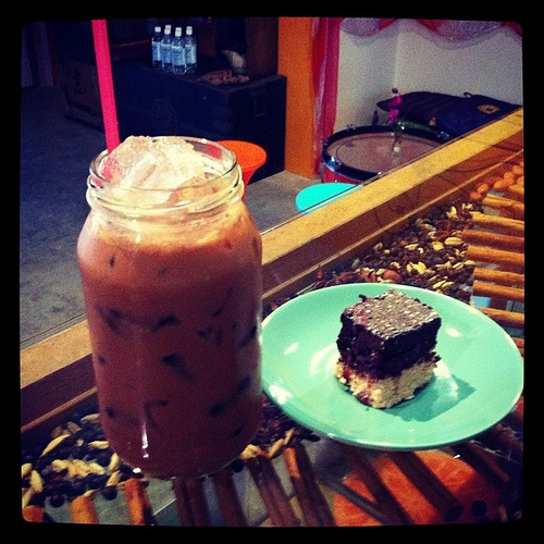 Start great, Icy cold superfood latte and a coconut-cacao supercube, yum...