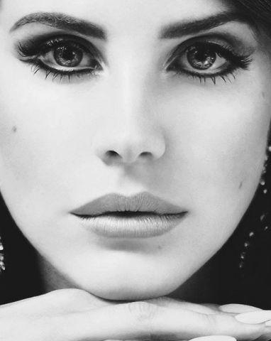 Lana Del Rey - 60's eye make up is amaze.