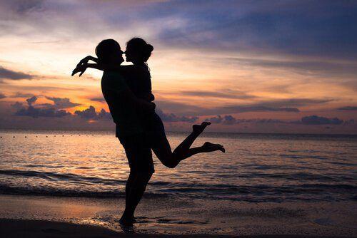 Lieben und Liebe zeigen bedeutet zweimal zu lieben