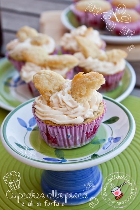Bolli bolli pentolino: Cupcakes alla pesca per bambini decorato con ali di farfalle