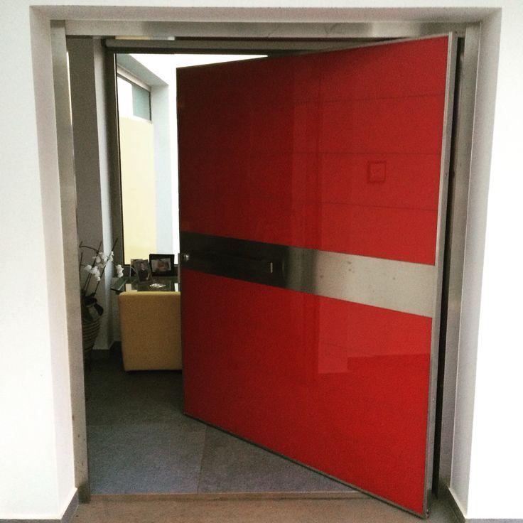 Γυάλινη θωρακισμένη πόρτα πλάτους 1,80m περιστρεφόμενη σε άξωνα. Glass security door width 1,80m rotating shaft in. #mparolas #GoldenDoor #aluminium #SecurityDoor #door #red #glass #Chalkida #Grecce  http://alouminia-koufomata.gr/πόρτες-ασφαλείας-περιστρεφόμενες-σε/