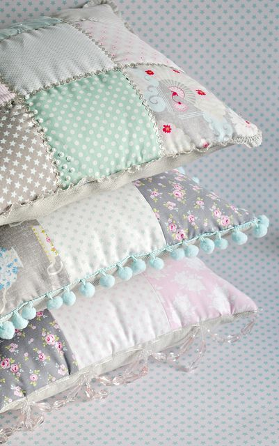 Patchwork cushions tutorial :: Lace trim, Pom Pom trim and Bead trim