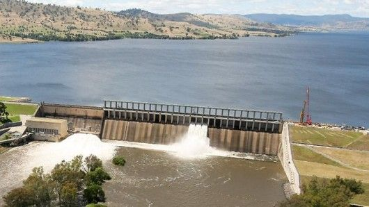 Hume Weir ..dammed and flooded the Murray and Mitta Rivers to create artificial Lake Hume for irrigation farming. .