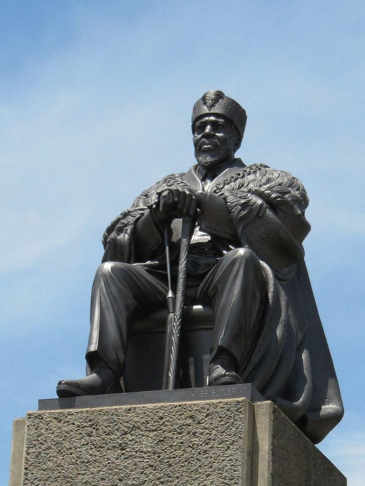 Jomo Kenyatta statue, Kenya