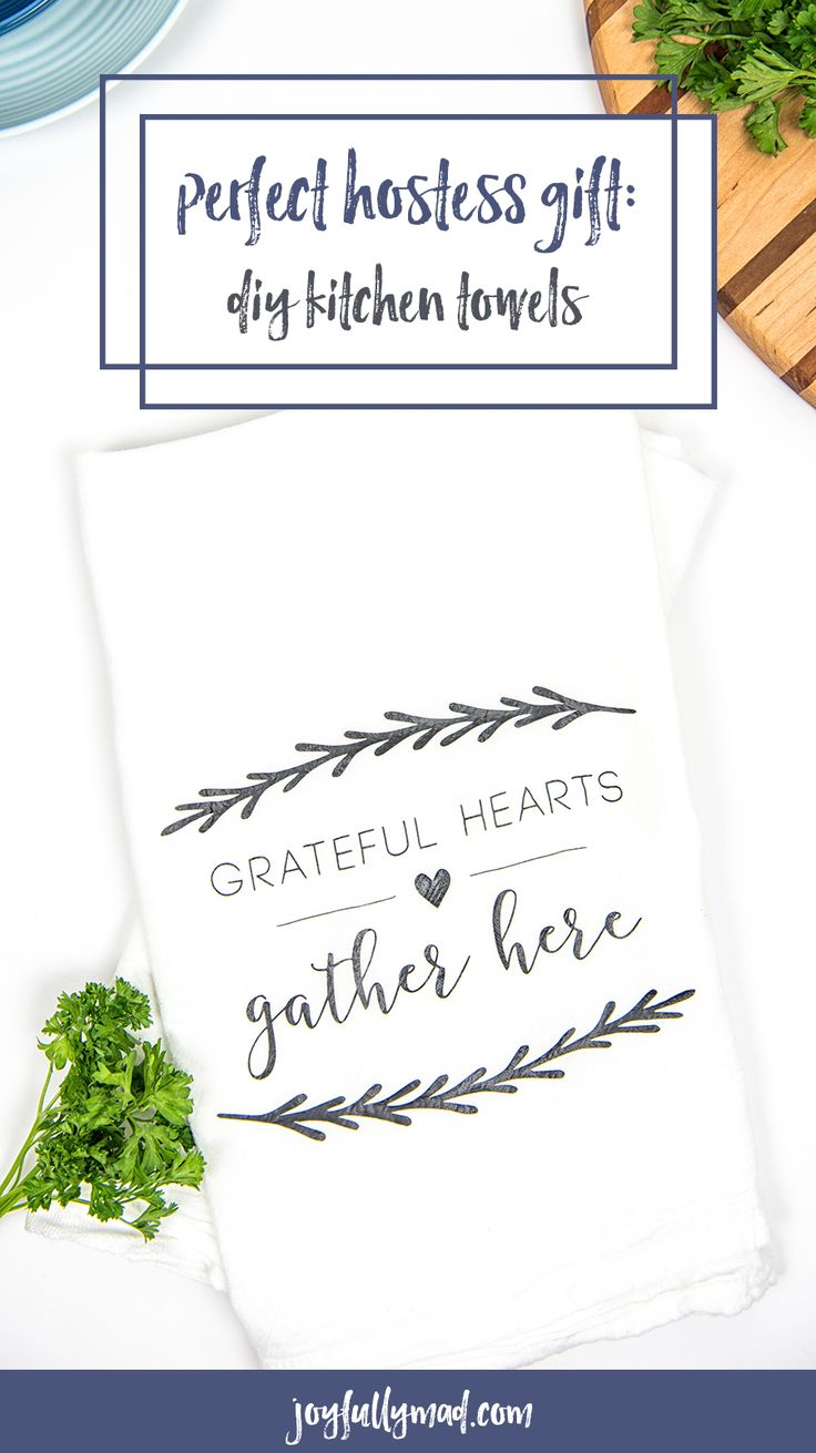 The perfect gift for any foodies in your life! These Hostess DIY kitchen towels are so easy to make and will make a beautiful addition to any kitchen! Hostess Gift Towels | Hostess Gift | DIY Hostess Gift | Tea Towel Craft | Silhouette Cameo Crafts | Vinyl Crafts | Heat Transfer Vinyl Craft via @joyfullymad