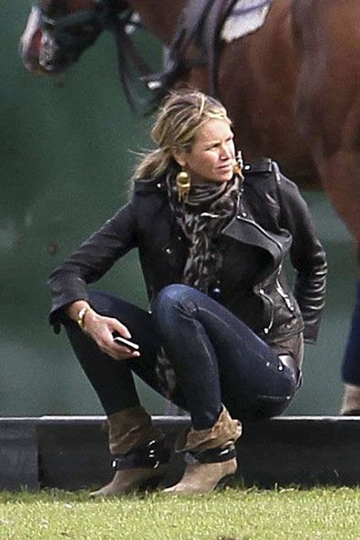 Elle MacPherson - Elle MacPherson Playing Polo in London