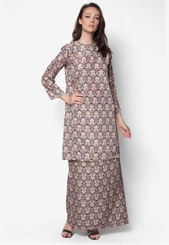 Korean Yarn Baju Kurung from Jennifer Creations in Brown Exude a sweet, down-to-earth charm with this modest baju kurung by Jennifer Creations. Featuring a stylish print and pleated details to the skirt, this lovely number is perfect for a traditional yet laid-back look. Kurung Top - Polyblend - R... #bajukurung #bajukurungmoden