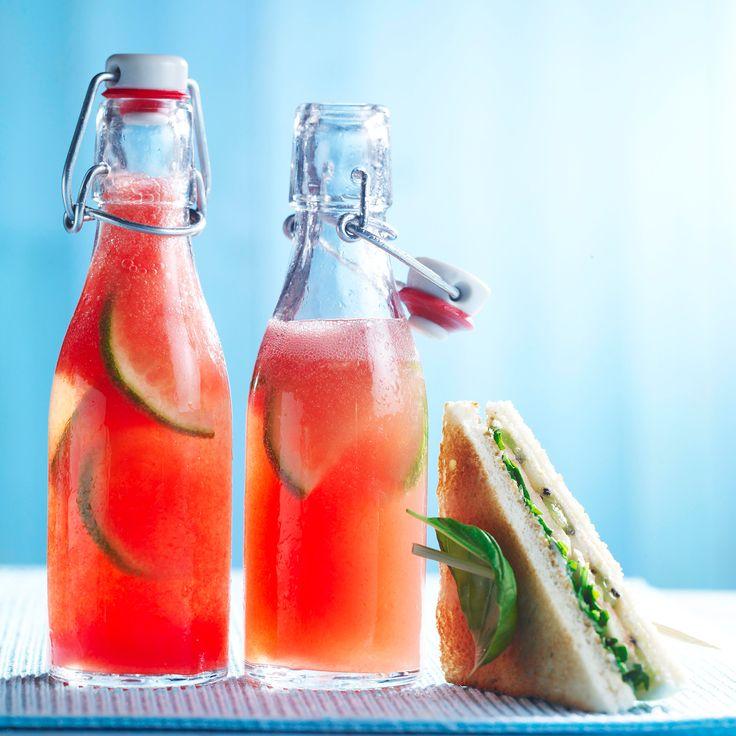 Découvrez la recette limonade pastèque gingembre sur cuisineactuelle.fr.