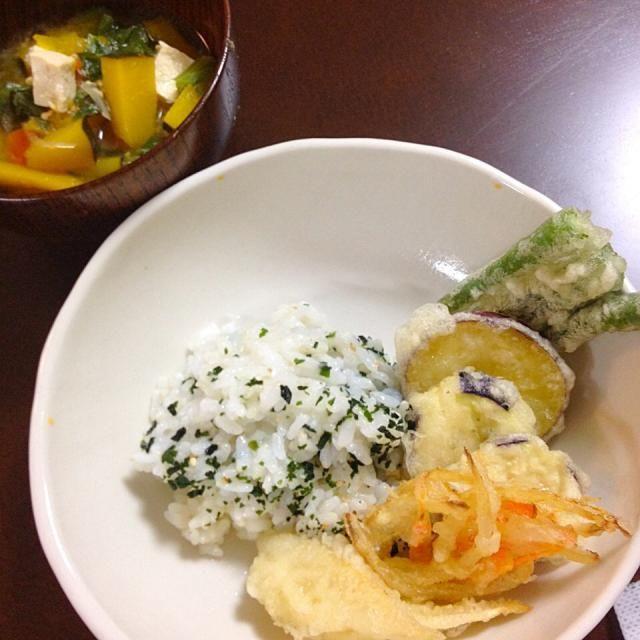 野菜の天ぷら  具だくさん豆腐の味噌汁   京都から筍が届いたから 天ぷらでいただきました。  。。。むすこ 1歳9ヶ月 - 7件のもぐもぐ - 4月20日 むすこ ごはん。 by kimidori153