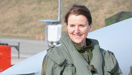 Fler kvinnliga piloter behövs i luften - Försvarsmakten