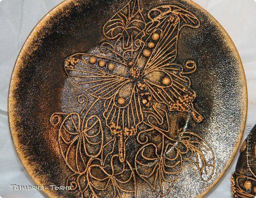 Декор предметов 23 февраля 8 марта Аппликация из скрученных жгутиков Бутылка и тарелка в технике  Пейп-арт Краска Салфетки фото 3