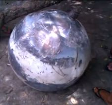 A metal object of unknown origin fell down on Earth in the Brazilian state of Maranhao. The unusual event caused panic among the local population. The ball-shaped, 30-kilo object about one meter in diameter was found on Feb. 22.