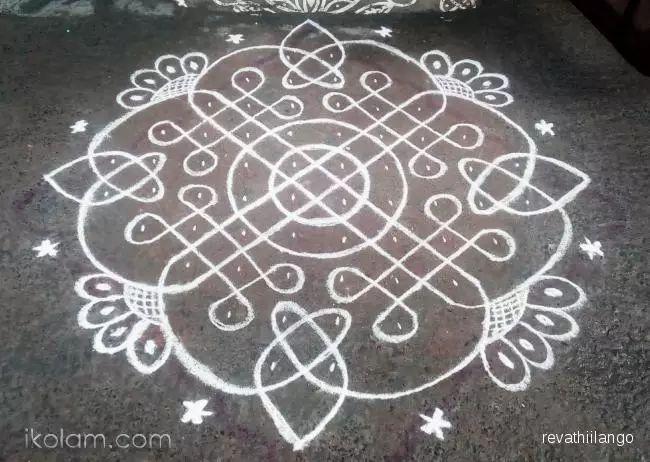 Rangoli Rev's chikku kolam 54. 10 dots 2 lines end with 2 dots. | m.iKolam.com