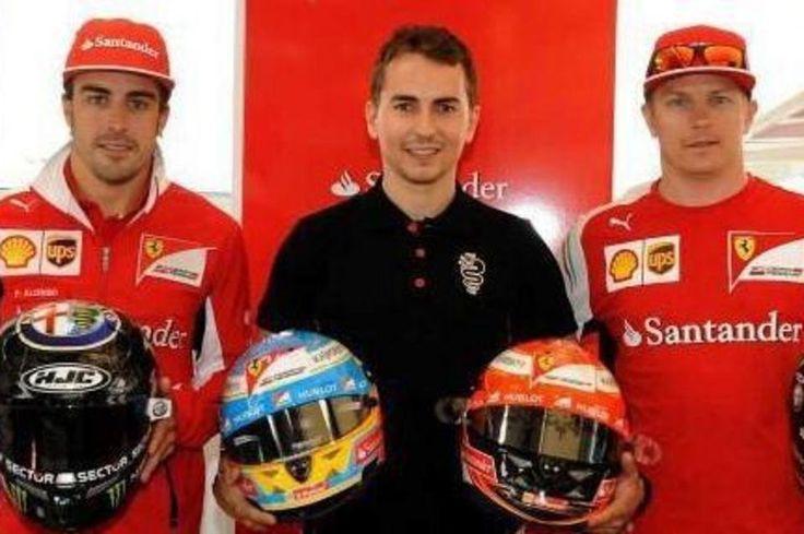 Lorenzo intercambia su casco con Alonso y Raikkonen