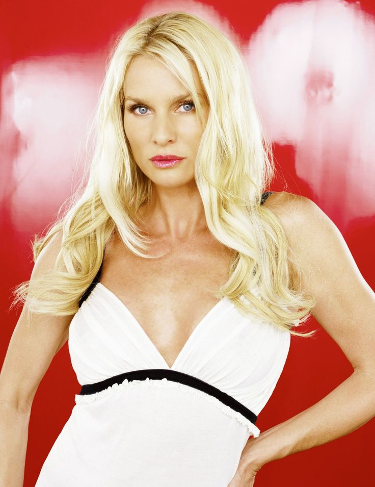 "Desperate Housewives S2 Nicollette Sheridan as ""Edie Britt"""