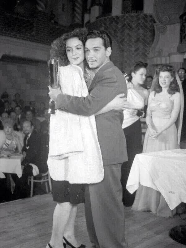 """María Félix y Mario Moreno """"Cantinflas"""". 1946"""